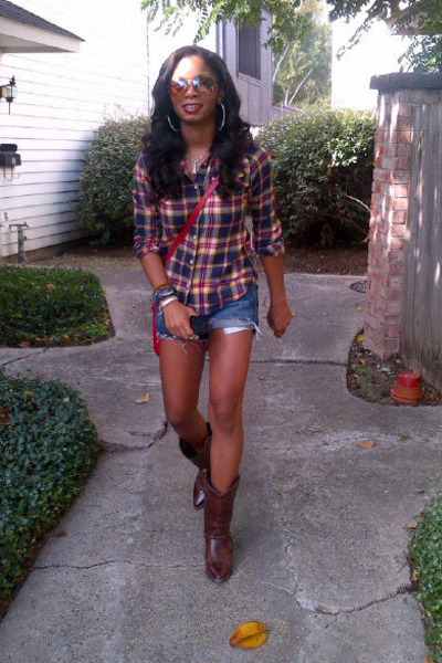 Cowgirl With Boots - Yu Boots