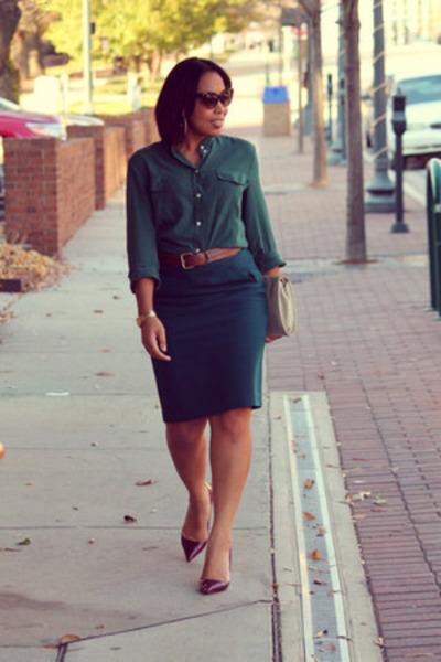 forest green Ann Taylor Loft skirt - ivory vintage purse - maroon shoemint pumps