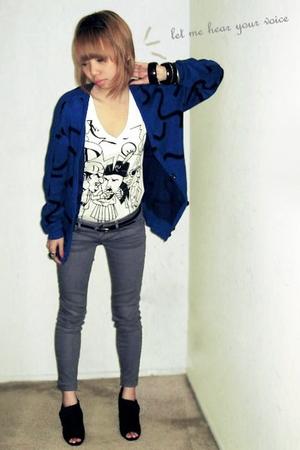 blue sweater - gray jeans - white shirt - black bracelet - black shoes - black b