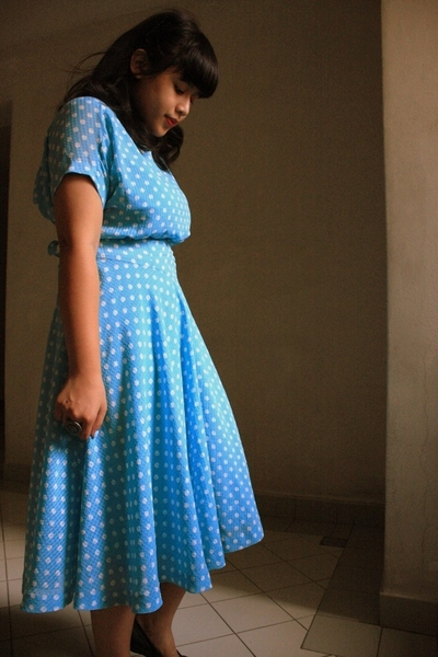 blue vintage bijou bazaar dress - black flats shoes