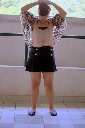 vintage socialites Chic Pop bazaar shorts - Zara top - cotton on shoes -