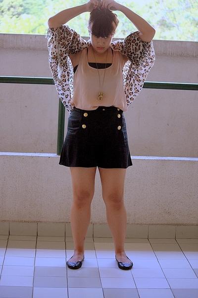vintage socialites Chic Pop bazaar shorts - Zara top - cotton on shoes -