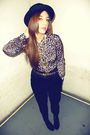 Gold-vintage-blouse-black-h-m-pants
