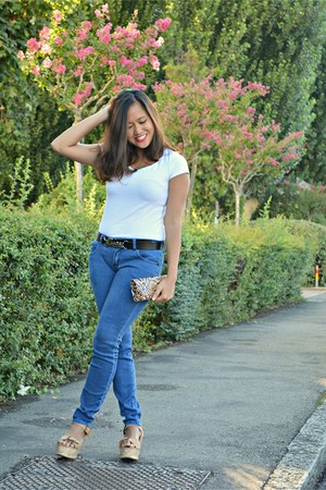 white t-shirt H&M top - navy skinny jeans Rogue jeans - camel Linda wedges