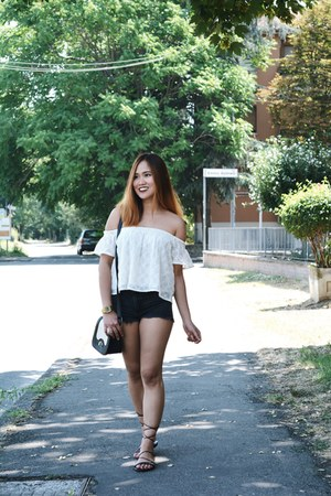 black Mango shorts - off white off shoulders Bershka top