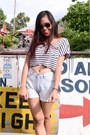 White-crop-top-top-light-blue-bazaar-shorts-black-aviator-ray-ban-sunglasses