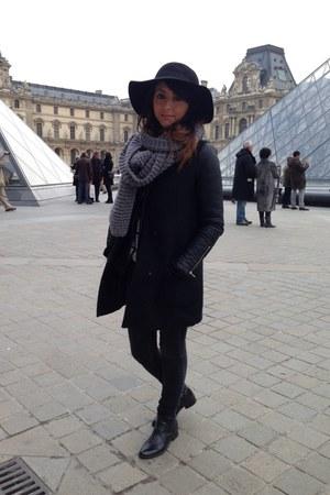 vintage hat - vintage boots - Zara coat - Levis jeans - La Redoute scarf