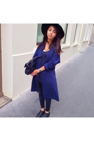 H&M coat - Uniqlo jeans - vintage hat - Zara bag - Schuh wedges - Zara t-shirt