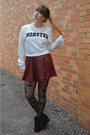 Black-boots-black-star-tights-white-forever-21-sweatshirt