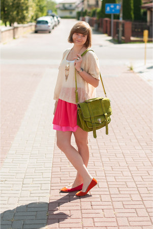 hot pink H&amp;M shorts - cream Romwecom jumper - red sholove flats