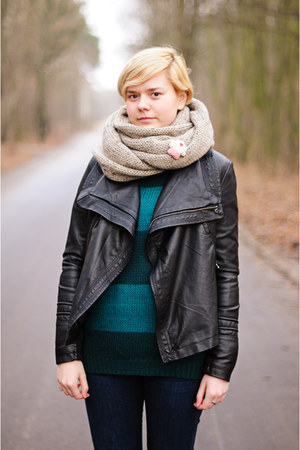 tan reserved scarf - green Atmosphere jumper