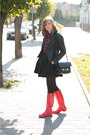 Red-hunter-boots-black-mango-blazer-ruby-red-sinsay-shirt-black-zara-skirt