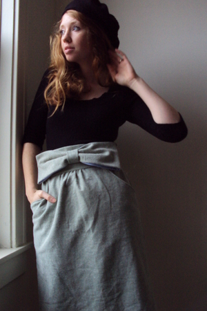 green fancy clothing skirt - black beret wool thrifted hat