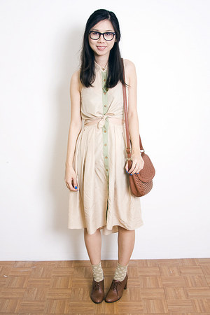 tan Samantha Pleet dress