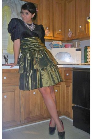 green dress - black shoes - silver accessories