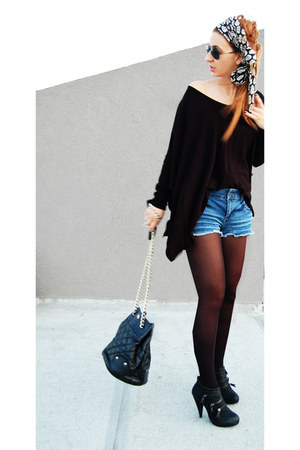 blue jean shorts shorts - black shoes - black blouse