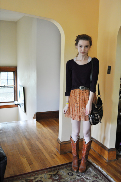 burnt orange vintage boots - purple Zara sweater - black thrifted bag