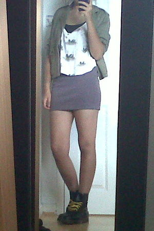 brown H&M skirt - black doc martens boots - white Pull and Bear top