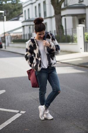 Converse sneakers - faux fur Lefties coat - ripped Pimkie jeans - Primark bag