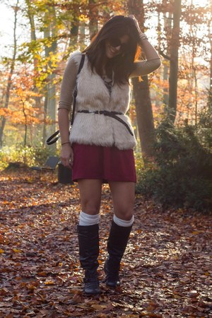 H&M vest - Lefties skirt