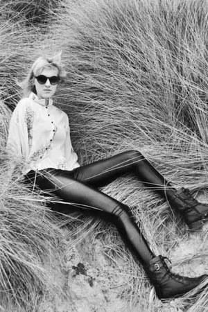 black shiny asos leggings - black boots - cream chiffon asos shirt