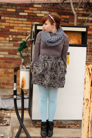We Love Colors tights - swaped sweater - thrifted sweater - noto scarf