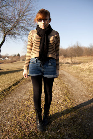 Levis shorts - Dolce Vita boots - H&M sweater