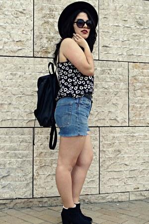 Primark top - Bershka boots - Levis shorts