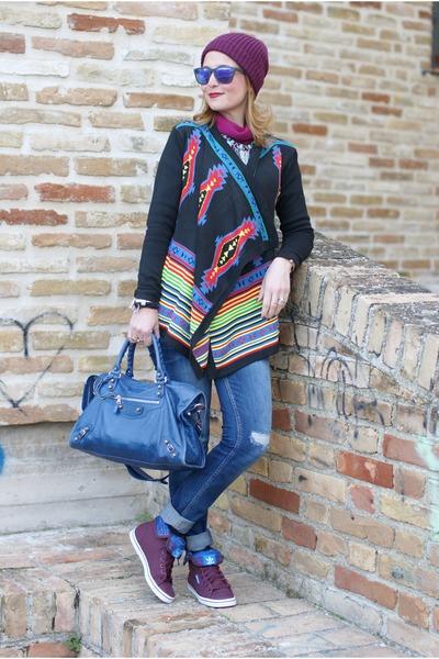 black aztec cichic cardigan - blue Zara jeans