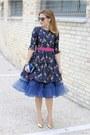 Navy-dezzal-dress-blue-coccinelle-bag-mustard-giovanni-fabiani-heels