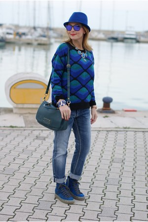blue boyfriend jeans Pull & Bear jeans - blue Chicwish sweater