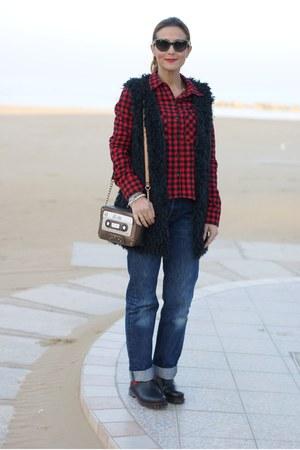 bronze audiocassette Accessorize bag - blue Levis jeans - red Zara shirt