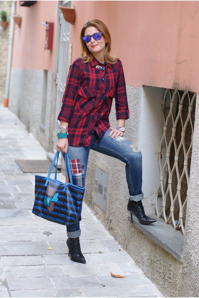 photo show  In the mood for plaid red zara shirt black cesare paciotti boots blue jeans