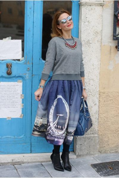 blue london print Chicwish skirt - blue balenciaga bag