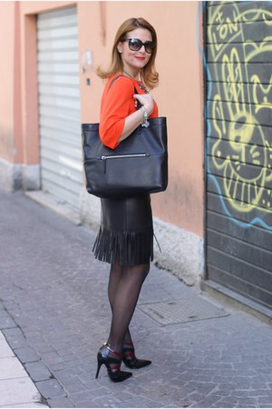 black Blumarine skirt - black Miu Miu bag - black ray-ban sunglasses