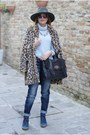 Beige-faux-fur-zara-coat-blue-noisy-may-jeans-army-green-ecua-andino-hat