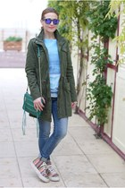 Parka, sea print sweatshirt and raffia sneakers