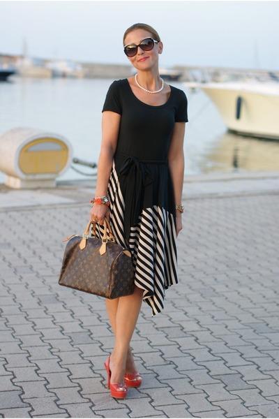 black striped DKNY dress - brown Louis Vuitton bag