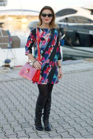 hot pink geometric print Paramita dress - black b&h boots