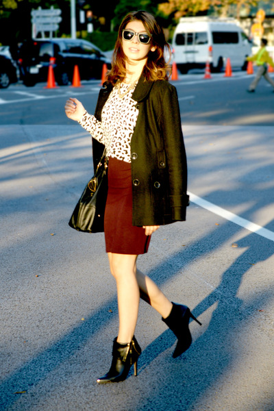 white H&M sweater - black Forever 21 boots - crimson Forever 21 skirt
