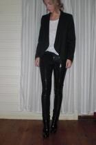 Zara jacket - H&M t-shirt - Bik Bok leggings - Din Sko shoes