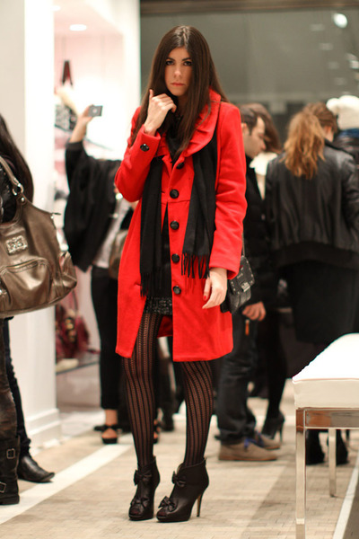 red vintage coat - black shoes - black Forever 21 dress