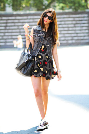 romwe dress - Ray Ban sunglasses - Converse sneakers - Guess vest