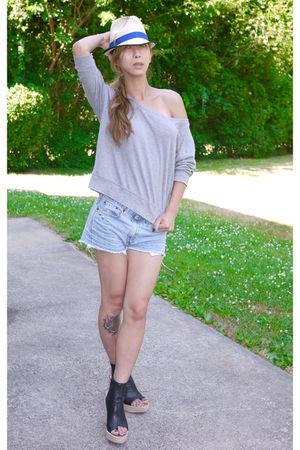 gray Gap shirt - blue Levis shorts - black Dolce Vita shoes