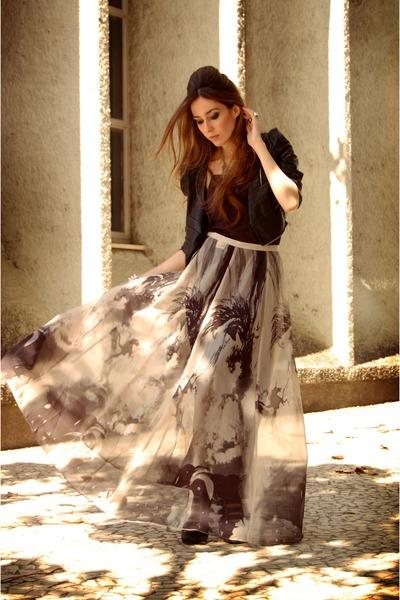 black romwe skirt - silver Gabriela Faraco necklace