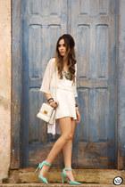 white As Marias dress