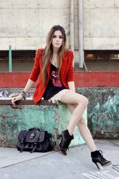 black Slash Store t-shirt - ruby red spike romwe blazer