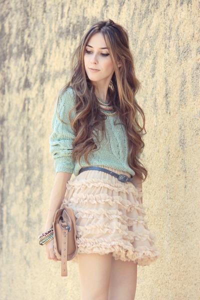neutral Chicwish skirt - maroon Gabriela Faraco necklace