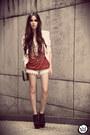Coral-marg-t-shirt-eggshell-chicwish-shorts