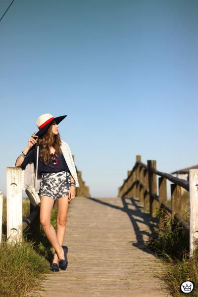 off white Shoulder blazer - off white Shoulder shorts - navy Shoulder top
